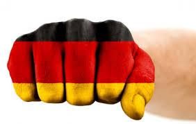 """<p style=""""text-align: left;""""><strong><span style=""""text-decoration: underline;"""">Nota redacţiei:</span></strong><strong></strong></p> <p style=""""text-align: left;""""><strong><em>După lecturarea materialului, a cărui sursă este indicată în final, citiţi şi osanalele echipei de """"documentarişti"""" germani din publicaţia sibiană """"Turnul Sfatului"""". Singurul comentariu pe care-l facem: reportajul realizat de germani, din articolul semnat de Traian Deleanu, trebuia să încununeze numirea lui Klaus Iohannis ca premier al României. Alegătorii români au dorit altceva! Dumnezeu le-a luminat minţile. </em></strong><em></em></p> <p><strong>TRADUCERE:</strong></p> <p style=""""text-align: left;""""><strong><em>Impactul germanilor în Est </em></strong><em>2009/10/16</em></p> <p><em>SIBIU / BUCUREŞTI (reportaj propriu) - Conducătorul uneia din organizaţiile """"Germandom"""" din reţeaua germană de politica externă este centrul unei crize guvernamentale româneşti. Opoziţia din România doreşte numirea primarului de Sibiu, Klaus Johannis, pe locul rămas vacant al primului-ministru, în urma răsturnării sale de către opoziţie la începutul săptămânii.</em>"""