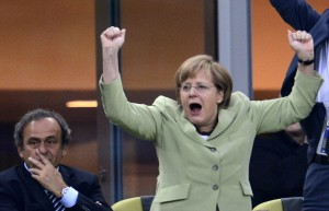 German Chancellor Angela Merkel (R) cele