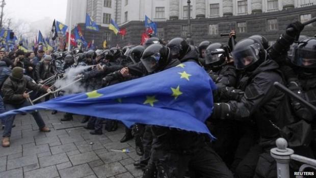 Sîngele vărsat pe străzile Kievului face parte din culisele tîrgului între imperiile care îşi dispută centrele de influenţă. Maica […]