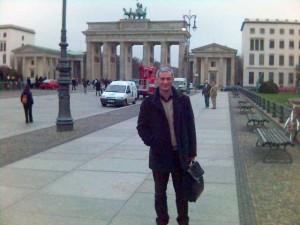 Mircea Dăian se deplasează periodic la Berlin... probabil la instructaj.