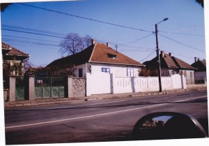 Str Bâlea, nr 29, prima casă achiziţionată de Klaus Iohannis (1992).