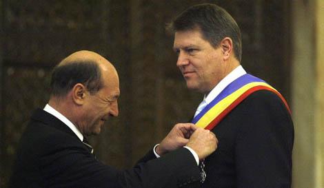 """Motto: """"Pe cine nu laşi să moară, nu te lasă să trăieşti"""" (Proverb românesc) Văzut ca marioneta lui […]"""