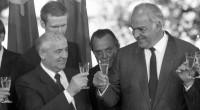 Înţelegerea sovieto-germană pentru dezmembrarea unor state din centrul şi sud-estul Europei şi împărţirea dominaţiei în această regiune a Europei (1990)...