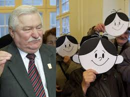 Impostura lui Lech Walesa: cu 4 clase şi o şcoală de meserii, electricianului din Gdansk i s-au decernat 35 de […]