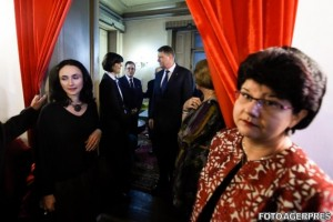 Klaus Iohannis s-a întâlnit cu șefa DNA, Laura Codruța Kovesi, la recepţia ocazionată de aniversarea a 25 de ani de la înfiinţarea Grupului pentru Dialog Social şi de la apariţia primului număr al Revistei 22.