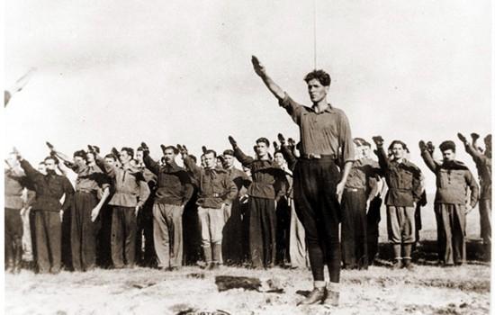 1- La sfîrşitul luni octombrie 1924 – Corneliu Zelea Codreanu – îmbrăcat în albul lui costum naţional […]