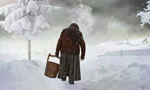 Atât de singuri… Atât de singuri ne-au rămas bătrânii Departe prin sate troienite, Se-aud din depărtare câinii […]