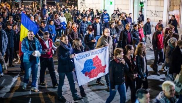 """Aflu, întâmplător, că """"în jur de 6.000 de români au semnat o petiţie"""" pentru """"un guvern regional la […]"""