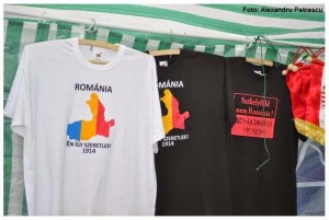 Tricouri cu România segregată de vânzare, pe marginea șoselelor, în județele Harghita și Covasna.