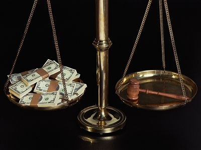 """Un proverb înțelept spune: """"Mai bine mai târziu decât niciodată""""… însă în vremurile actuale, când Justiția Română s-a sesizat […]"""