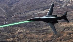 Bombardierul invizibil pe radar B1 folosind arma laser.