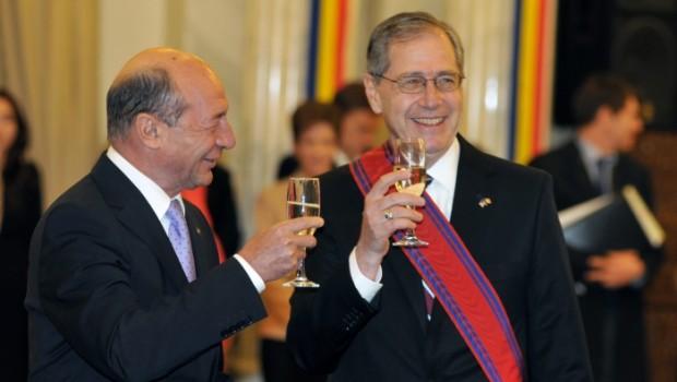 România jefuită PAS cu PAS: Fondul Proprietatea, cea mai mare țeapă trasă românilor, în care a fost direct băgat fostul […]