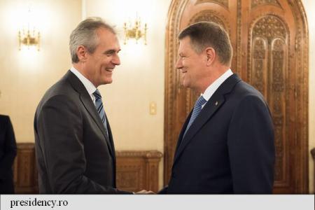 """""""Președintele Klaus Iohannis s-a întâlnit joi, la Palatul Cotroceni, cu o delegație OMV, condusă de directorul general al..."""