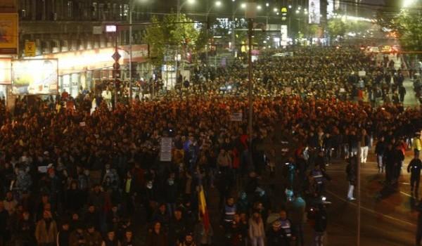 Dragi români, pericolul este departe de a fi trecut Dragii mei, cu toţii vă aduceţi aminte de noaptea în care...