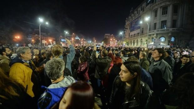 """După drama de la """"Colectiv"""", au manifestat pe străzi coloane de tineri care, venind în întâmpinarea politicii anarhice […]"""