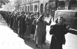 Femei evreice la Budapesta, asa cum nu au fost tratate niciodata la Bucuresti.