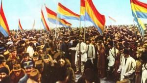 Steagurile românești din Transilvania la Marea Unire de la Alba Iulia din 1 Decembrie 1918. Culorile erau: roșu-galben-albastru.
