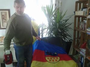 "Willy Schuster cu steagul Transilvaniei ""independente""."