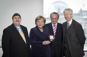 Angela Merkel primind premiul european Coudenhove-Kalergi.