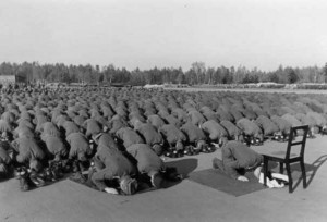 Divizia 13 SS la rugăciune.