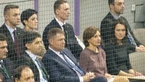 Finii Vecerdea și nașii Iohannis la un meci de Cupa Davis desfășurat la Sibiu.