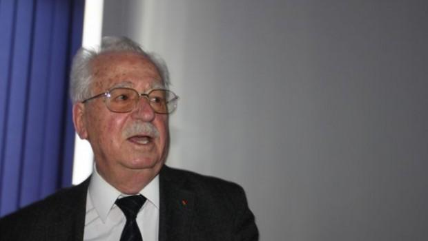Continuăm discuția purtată cu profesorul universitar Corvin Lupu pe marginea mistificărilor din presupusele memorii ale generalului Iulian Vlad, […]