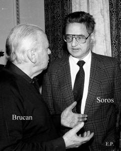 Silviu Brucan și George Soros la sediul GDS în ianuarie1990. (Foto Emanuel Pârvu)