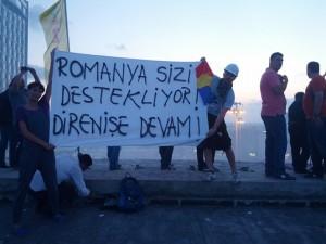 Mihail Bumbeș în Piața Taksim din Turcia, în timpul protestelor din anul 2013.
