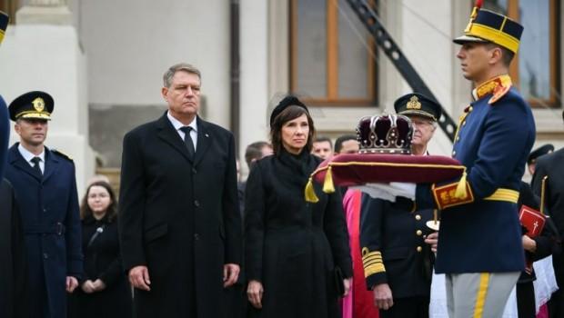 """Ce rost au """"sondajele"""" de tip Gâdea? Să arate că """"Monarhia salvează România!""""? Salvează pe mă-sa! Dacă s-ar întrebuința […]"""