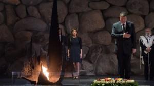 """Klaus Iohannis în vizită la Memorialul Martirilor şi Eroilor Holocaustului """"Yad Vashem"""" din Ierusalim"""
