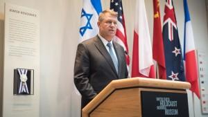 Klaus Iohannis, declarații la finalul vizitei la Muzeul Memorial al Holocaustului din Washington. Pe perete #rezist pe stil sionist...