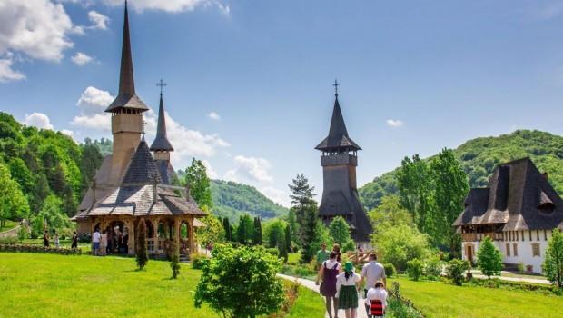 Iubesc România. O iubesc atât de mult şi atât de bogat, încât nu am cuvintele care pot da chip acestei […]