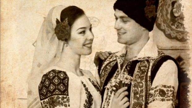 """Motto: """"Dragobete blând şi darnic, / Se-nfăşoară ca năvalnic, / Patimi vechi le reaprinde, / Dragostea în plasă prinde."""" […]"""
