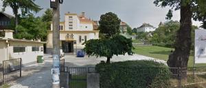 Imobilul și curtea generoasă din strada Cristian nr. 22, unde a funcționat grădinița nr. 44.