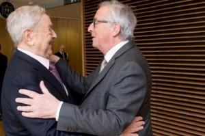 Jean Claude-Juncker sărutându-se cu George Soros.