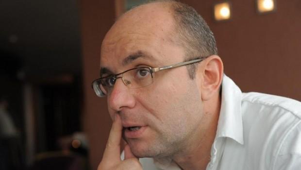 """Confruntat cu o întrebare simplă, dacă a falsificat semnătura lui Elan Schwartzenberg în dosarul """"Realitatea"""" ținut de Koveși sub […]"""