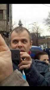 Mălin Bot, fost gazetar, actualmente activist progresist și protestatar de profesie, încercând să împiedice dreptul la exprimare al altora.