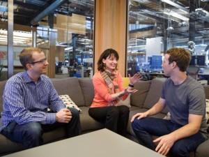 Regina Dugan și Mark Zuckerberg.