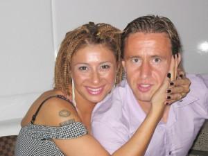 Anamaria Prodan cu steua lui David tatuată deasupra codului de bare.