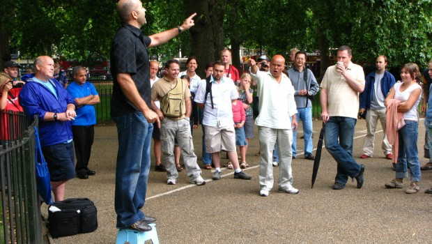 """""""Speaker's Corner"""" (Colțul oratorului) din Hyde Park, în Londra, de aproape un secol și jumătate asistă la tot […]"""