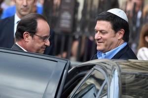 Gil Taieb, vicepreședinte CRIF (Consiliul Reprezentativ al Instituțiilor Evreiești din Franța), cu fostul președinte Francois Hollande.