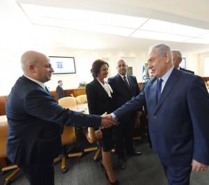 """Deputatul """"român"""" Silviu Vexler și Benjamin """"Bibi"""" Netanyahu, premierul Israelului."""