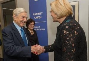 George Soros și comisarul european Corina Crețu.