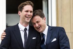 """Premierul Luxemburgului, Bettel Xavier zis """"Cur de Fier"""", cu partenerul său care i-a devenit soț."""