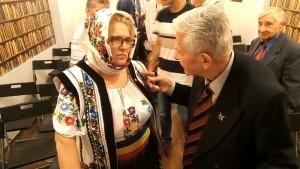 """Elena Cârlan-Ungureanu, președinta """"Societății Naționale a Femeilor Ortodoxe Române"""", domnul general Radu Theodoru și domnul col. (r) Gheorghe Rațiu ."""