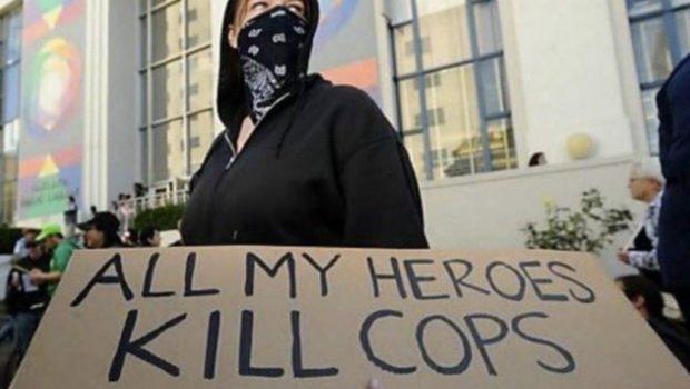 Antifa este o mișcare extremistă de stânga, ce luptă, în aparență, împotriva fascismului. De aici și numele mișcării, antifaschistische […]
