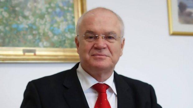 Avem în guvern trei grații: Vasilica, Olguța și Carmen (nu le mai iau în calcul pe cele două vice-prim-ministrese […]