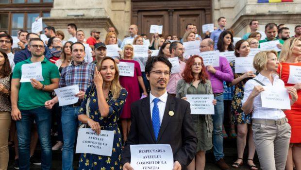 Magistrații statului subteran sunt speriați că vor da socoteală pentru abuzurile și nedreptățile comise! Ieri, la protestul magistratilor imbecili […]