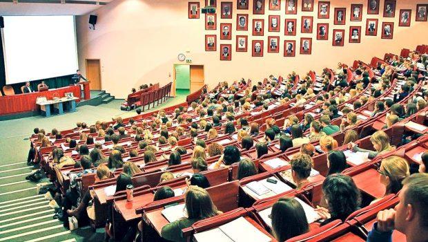 Cum să nu te plictisești la școală – Ghid militant Asistăm la începuturile educației sexuale în școli, […]