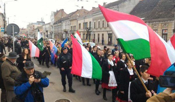"""Atenţie, români! Duşmanii Centenarului Marii Uniri nu dorm!        TRANSILVANIA ÎN """"COLIMATOR""""! (XIX) […]"""